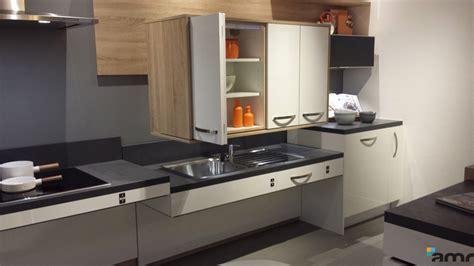 hauteur meubles cuisine meuble haut à hauteur variable cuisine pmr amrconcept
