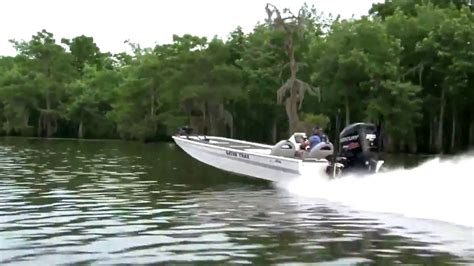 Aluminum Bass Boat Speeds by Gator Trax Boats Strike Series High Performance Aluminum