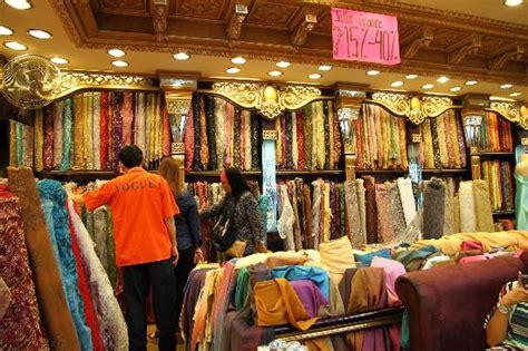 pusat perdagangan pasar  bandung indonesia review