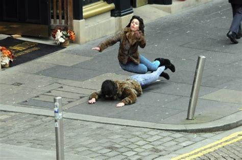 Scarlett Johansson Falling Down Meme - this scarlett johansson falling down meme is so funny 45 pics izismile com