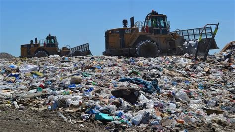 Garbage Scow Picture by Chicago S Trash Doesn T Go To Waste At Pontiac Landfill
