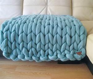 Couverture Grosse Maille : le arm knitting la tendance de tricoter avec ses bras ~ Teatrodelosmanantiales.com Idées de Décoration