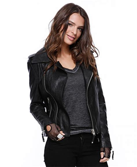 ladies motorcycle clothing why fashionable womens leather coats are still famous