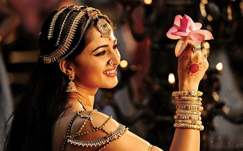 anushka shetty rudramadevi wallpapers hd wallpapers id
