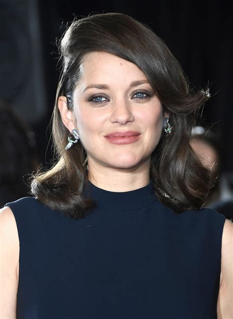 marion cotillard medium curls  bangs medium curls  bangs lookbook stylebistro