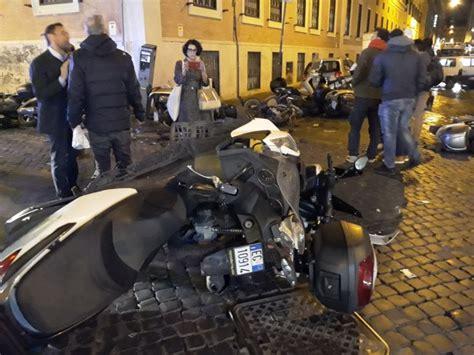 si e auto 1 roma ubriaco in auto si schianta su decine di motorini