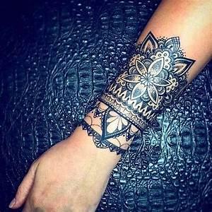 Tatouage Avant Bras Femme Mandala : tatouage femme avant bras mandala effet bracelet large ~ Melissatoandfro.com Idées de Décoration