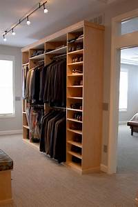 Walk In Closet : 16 stylish men 39 s walk in closet ideas hgtv ~ Watch28wear.com Haus und Dekorationen
