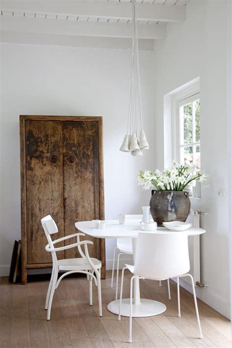 Alte Und Neue Möbel Mischen by Dining Lighting Four Walls