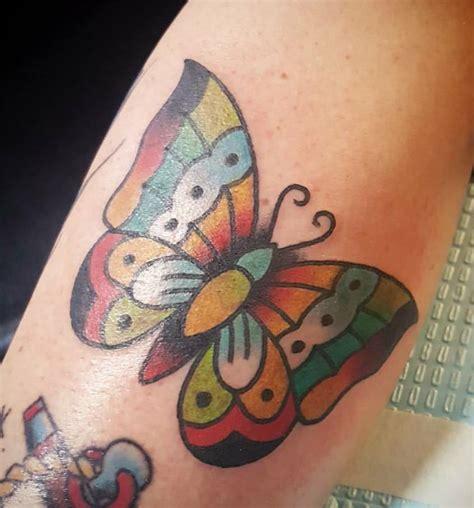 immagini tatuaggi fiori e farfalle tatuaggi farfalle significati e idee da realizzare foto