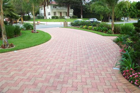 driveway paver designs 15 paving stone driveway design ideas digsdigs