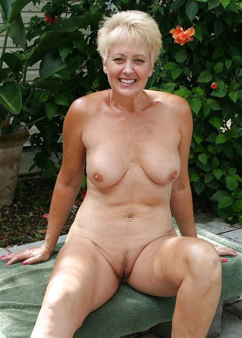 Sexy Mature Milf Naked In The Garden 16 Pics