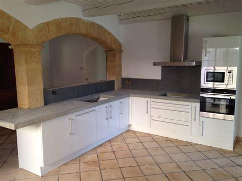 pose plan de travail cuisine pose d 39 un plan de travail dans une cuisine à grans