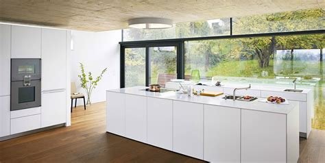 cuisine d 39 exposition bulthaup photo 20 20 les surfaces sont en vernis blanc alpin les
