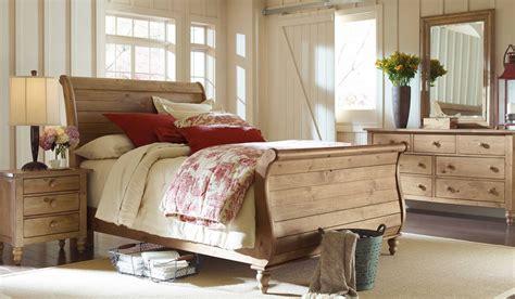 homecoming vintage pine sleigh bedroom set  kincaid