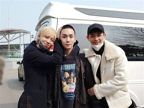 SHINee Fans Celebrate Key's Discharge From The Military