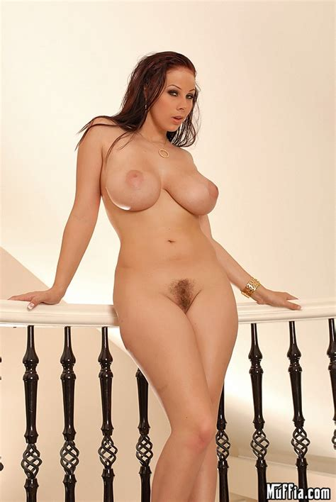 Gianna Michaels Hot Babe With Big Natural Tits Gets