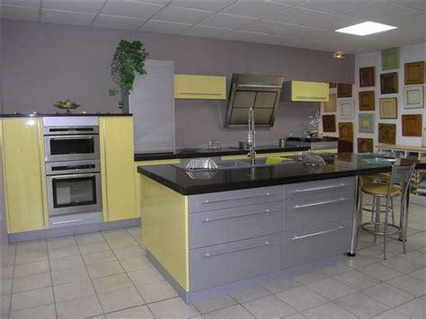 couleurs pour une cuisine quelle couleur de mur pour une cuisine avec des meubles
