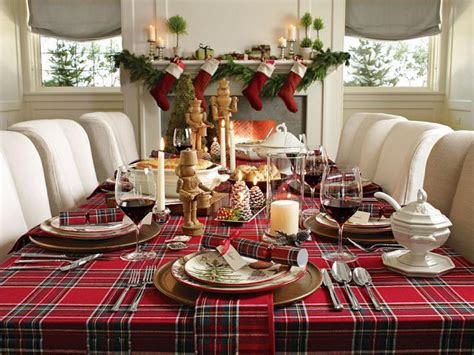 Simple Christmas Dining Table Decoration