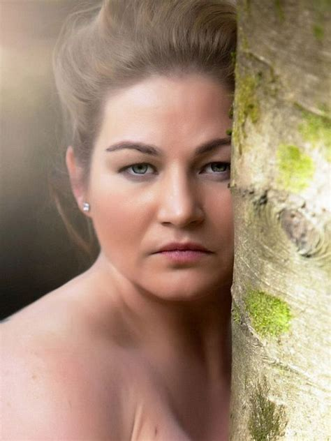 Plus Size Model Poses For Naked Photoshoot After 20 Year