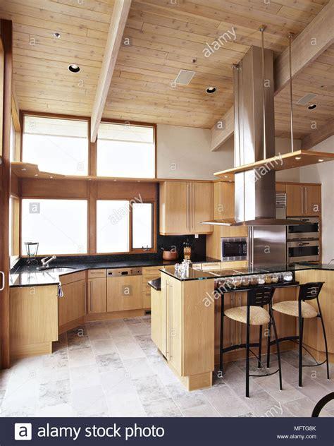 Moderne Küche Holz Decke Holz Einheiten Edelstahl