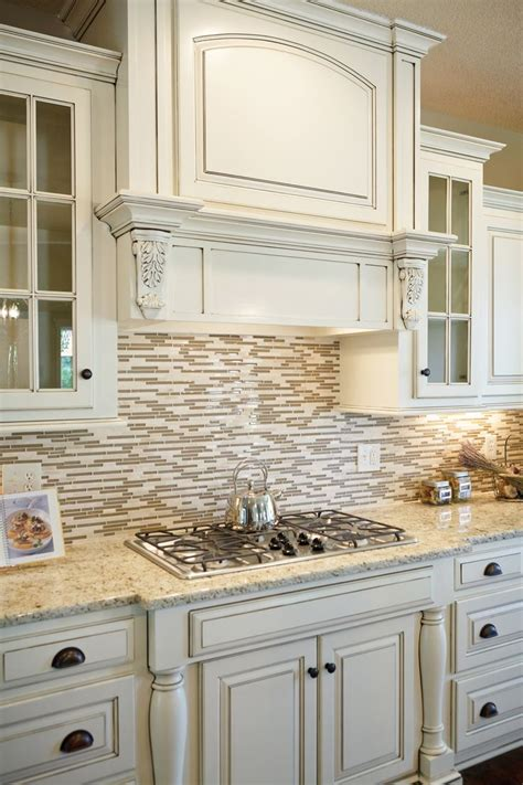 cream backsplash with white cabinets 21 best kitchen arch images on pinterest traditional