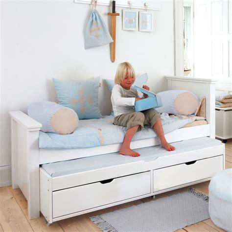 place du lit dans une chambre lit 90x200 avec lit gigogne et tiroirs alfred et compagnie