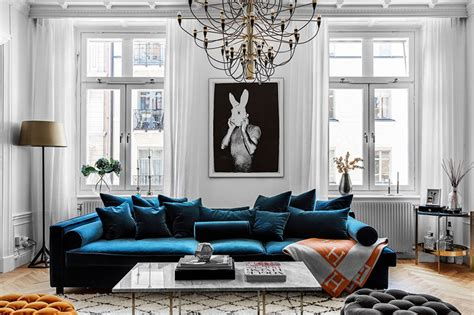 Modernes 2 Zimmer Appartement In Stockholm by Blue Velvet Sofa And Bold Bedrooms Modern Apartment In