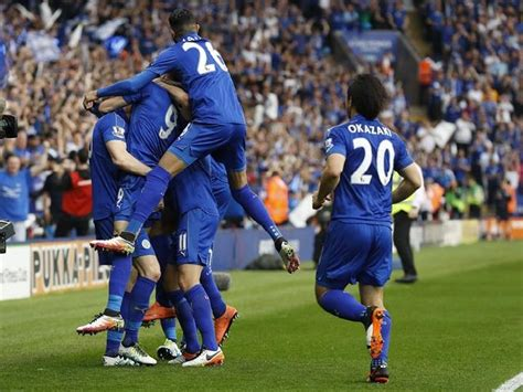 Ranieri soaked in champagne as Leicester receives EPL trophy