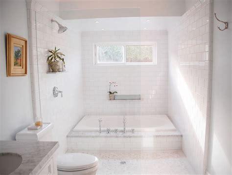 Bathtub With Steps by Caulk Your Tub In A Few Easy Steps