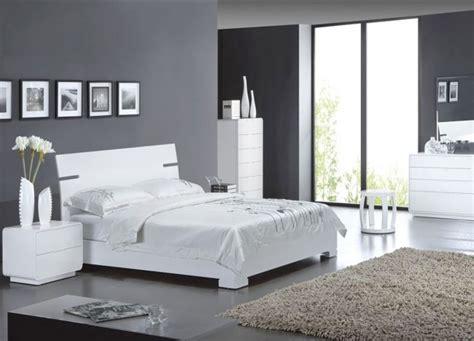 modèle décoration chambre gris et blanc