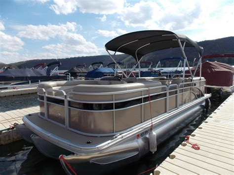 Who Owns Bennington Pontoon Boats by Used Power Boats Pontoon Bennington Boats For Sale 6