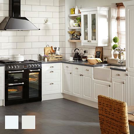 saylers country kitchen coupons fitted kitchens traditional contemporary kitchens 5078