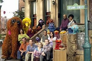 Sesame Street's Big Bird shares first tweet on Twitter ...