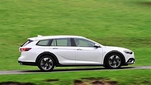 Opel Insignia 2017 : vauxhall insignia country tourer 2017 review car magazine ~ Medecine-chirurgie-esthetiques.com Avis de Voitures