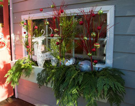 27 diy christmas outdoor decorations ideas you will want to start - Window Box Decorations Christmas Outdoor