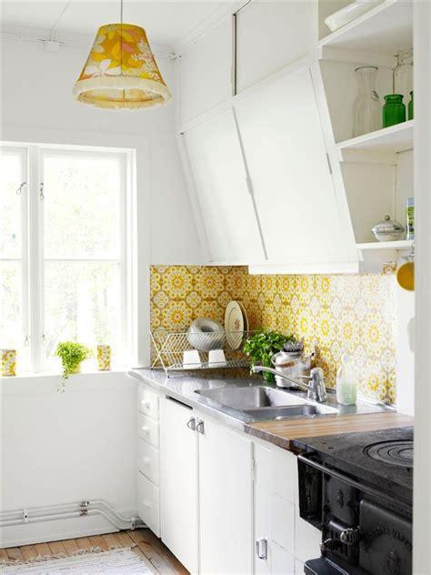 cottage kitchen wallpaper 1000 ideas about retro wallpaper on vintage 2662