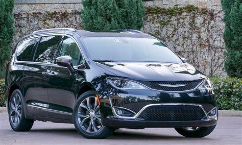 Chrysler Chevy by 2018 Chrysler Pacifica Vs 2018 Chevy Tahoe