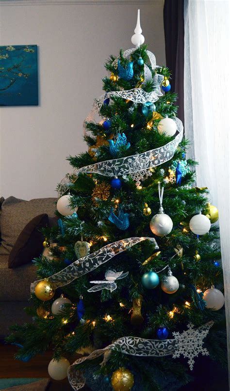 blue and gold christmas trees ideas for decorating the tree of your dreams from place to space