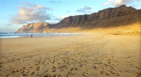 famara lanzarote beach definitely