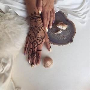 Henna Farbe Selber Machen : tempor rer k rperschmuck mit henna farbe henna tattoos pinterest henna tattoo ideen and ~ Frokenaadalensverden.com Haus und Dekorationen