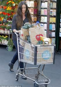 Alanis Morissette cuts a stylish figure at the grocery ...