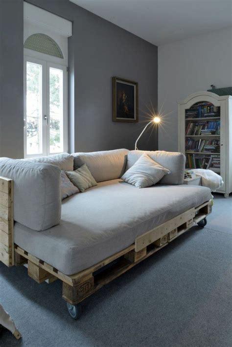 canapé lit bois les 25 meilleures idées concernant canapé en palettes sur