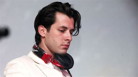 Mark Ronson Makes It Look Easy