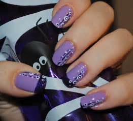 The most fashionable nail art violet black and white vector