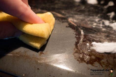 eingebrannten backofen reinigen gegen diesen fleck hilft rasierschaum tricks backofen reinigen eingebrannten backofen