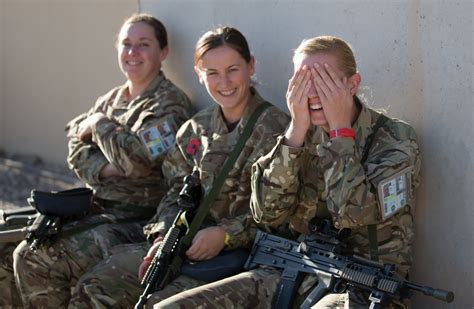 Wanita Hamil Quotes British Women Soldiers To Go Into Close Combat 39 Within