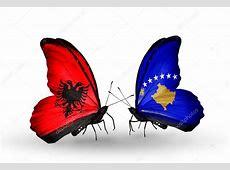 Schmetterlinge mit Albanien und Kosovoflags — Stockfoto