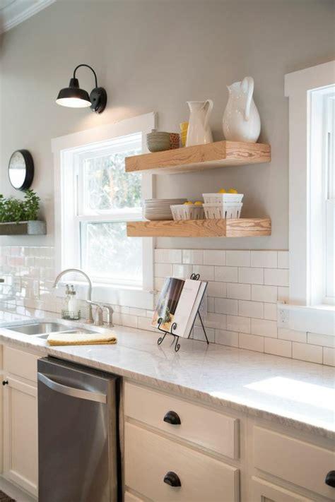 etagere pour cuisine idée décoration cuisine avec rangements ouverts