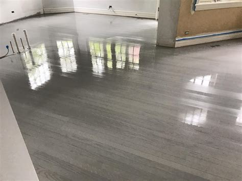 Grauer Boden by Hinsdale Gray Color Hardwood Floor And Stairs Look